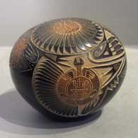Sgraffito design on a seed pot