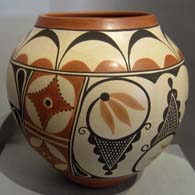Zia geometric designs on a polychrome pot