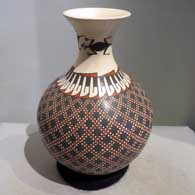 Polychrome jar with lizard and geometric design, by Julio Mora of Mata Ortiz and Casas Grandes
