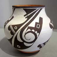 Traditional Acoma design on a jar made by Kylie Patricio