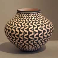 Geometric design on a black and white jar